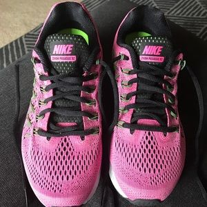 NIKE WOMEN'S AIR ZOOM PEGASUS 32 7.5 Pink